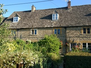 Historic Listed Cotswold Stone Country Cottage In Village with Pub