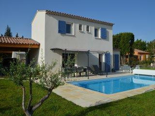 Paradou : Villa Aupiho 6 personnes + piscine chauffée