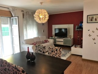 Lovely & Luminous Flat with Terrace in Lisbon Close to Airport, Metro & Bus!