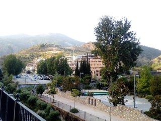 Apartamento exterior con terraza y vistas a la montana,