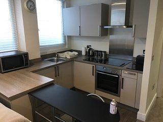 Slough Central - modern 1 bedroom, 1 bathroom apartment - free Wi-fi and parking