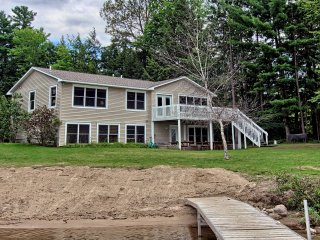 Perfect Lake front property for a family get together! 5 Bedroom 3 1/2 Bath