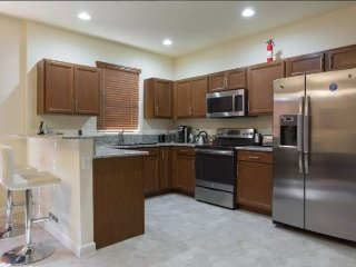 Cheap Private Room New Home No Fees/Deposit & 3 Guests near MIA Zoo, Everglades!