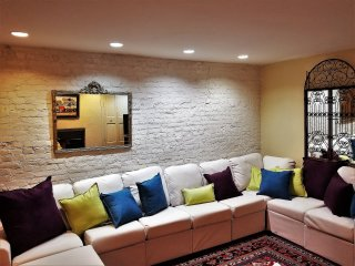 Center City Garden Apart Choose 1 or 3 Bedrooms in New York City