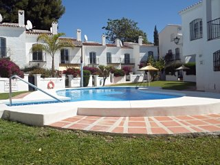 Los Pinos 2-M, Apt. 2 Bedrooms, Pool, A/C
