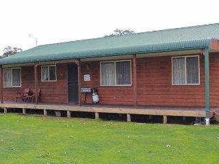 Dartmouth Mountain Retreat, 1 Tokes Cres Dartmouth, Victoria 3701 Australia