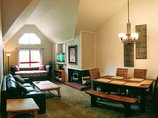 'Aspen Treehouse' Luxury View Condo