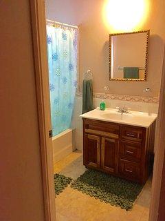Ensuite bathroom to 2nd bedroom