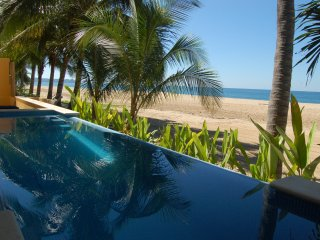 Casa Linda - Beachfront! - San Pancho
