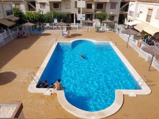 Beautiful 1 Bed Apartment (Sleeps 4) AirCon, Communal Pool, UK Freesat TV+DVD