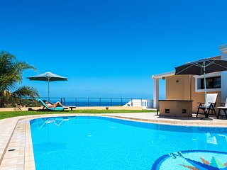 Panorama Seaview Villa, 1 km away from Stalos sandy beach, Chania