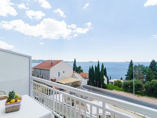 Apartments Villa Silvana-Superior Studio Apt with Balcony and Sea View (AP3)