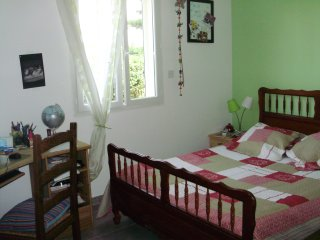 Homestay guest room in Uchaud, at Nadine's place