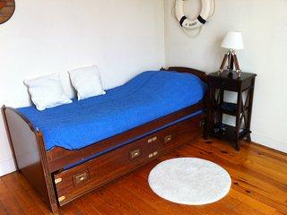 Homestay guest room in Condé-Sainte-Libiaire, at Véronique's place