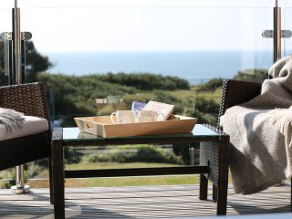 Ocean View House Dorset: opposite beach path & between Bournemouth/Christchurch