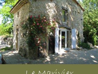 LOCATION DE CARACTERE (4p) en Drôme, dans un site magnifique