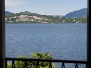 Stresa 3 bedroom apartment with beach access. Sleeps 8.