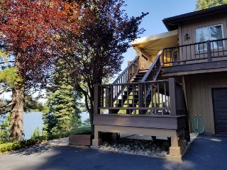 Faiferek - LAKE FRONT Home on Goose Bay in Lake Almanor West with Dock and buoy