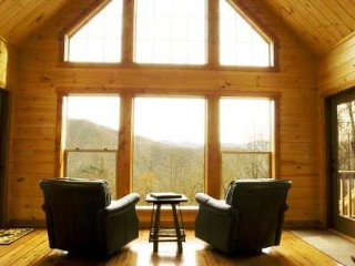 Millstone Lodge - Gorgeous Log Cabin with Spectacular View - Hot Tub, Screened P