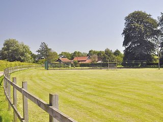 Partridge Lodge and Grounds - sleeping 23 guests across 4 houses in 12 bedrooms