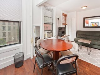 Charming 2BR in Midtown East (7781)