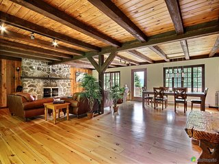 Warm Rustic Chalet  5 Minutes Away From St-Sauveur