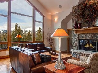 Enjoy Stunning Mountain Views in this Pet Friendly Home with Private Hot Tub!