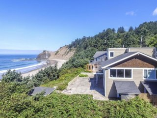 Belle Rive Luxury Oceanfront Home - Private Beach Access//Wifi//Sauna//Hot Tub//