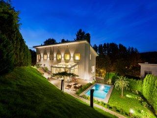 Deluxe Private City Villa