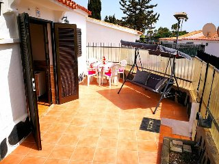 Private and quiet bungalow in center of Playa Del Ingles. Up to 5 guests