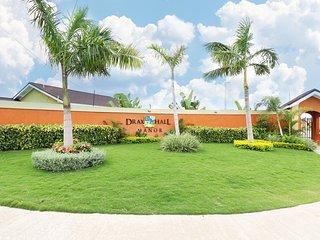 Palms Paradize Draxhall Villa