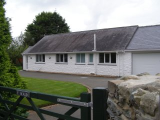 Detached bungalow  within the Snowdonia National Park, near to the beach