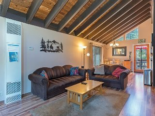 Warm and Inviting Truckee Cabin with HOA Access
