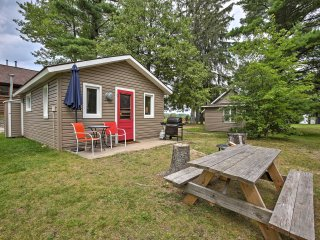 NEW! Cozy 1BR Suttons Bay Cottage w/ Shared Dock!