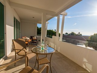 Luxury 2 bed, sea views, pool & secluded beach