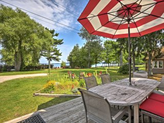 Lakefront 'Manitou Cottage' Near Dwtn Suttons Bay!