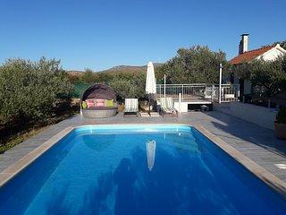 House Marija near Trogir, pool & jacuzzi