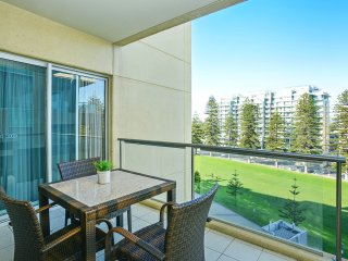 'Pier Luxury' - Glenelg View Apartment