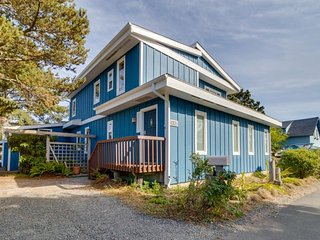 Spacious, dog-friendly home with hot tub near the ocean and estuary!