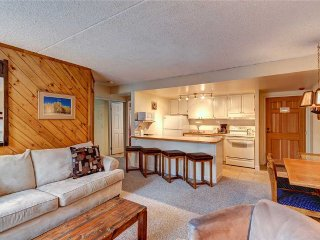 Ski-in condo, indoor/outdoor hot tubs, garage parking!