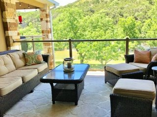 Fabulous 2/2 right on the Guadalupe River!