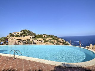Costa Paradiso Villa Sleeps 6 with Pool - 5457060