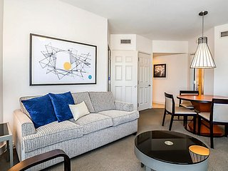 2BR Unit at Vegas Resort w/ Pool Hot Tub Gym by The Strip Family/Group Friendly!