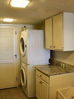 Kitchen with Washer/Dryer