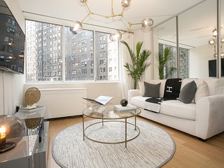 High-end 2 Bed 2 Bath with 24hr Doorman, gym and views of East River & Skyline