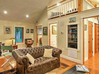 Laughlintown Cabin w/Deck, Fire Pit & Ski Lift!