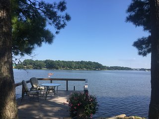 Beautiful Waterfront Romantic Cottage Near Downtown Norfolk with Private Dock