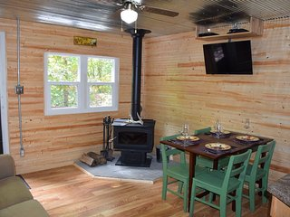 Take A Hike Cottage-1.5 miles to Old Man's Cave.  2 BR, sleeps 4, furnished.