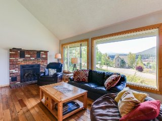 Comfortable, dog-friendly home w/ deck & mountain views - near lake & slopes