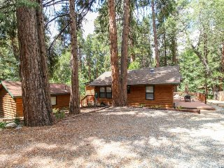 Charming & elegant log cabin right on Strawberry Creek - 1 dog welcome!